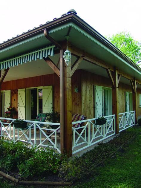 auto construction d 39 une maison en bois pr s de bordeaux en. Black Bedroom Furniture Sets. Home Design Ideas