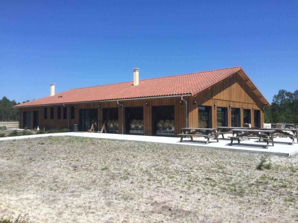 Maison construction bois r f 40035 club house pr s de for Constructeur de maison mont de marsan